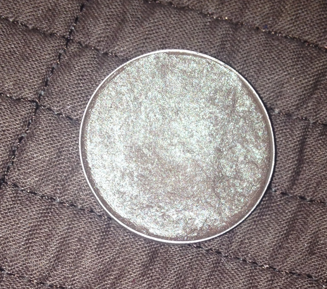 MAC Club eyeshadow in all of its glory